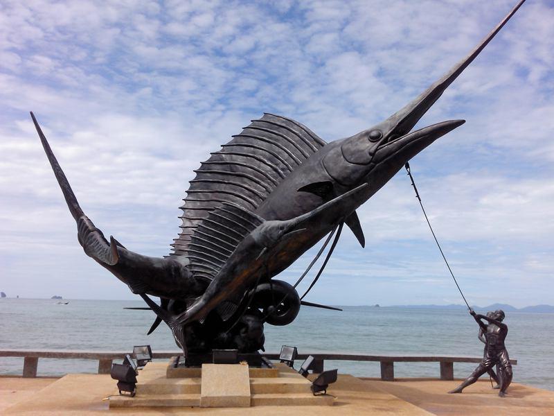 Das neue Monument am Ao Nang Strand