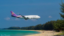 Thai Airways Boeing 747 im Anflug auf den Phuket International Airport