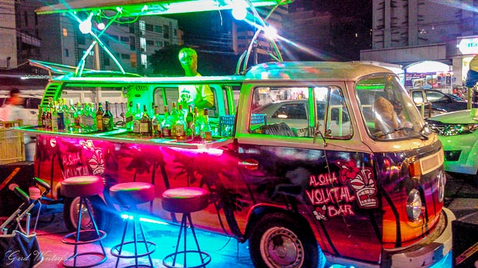 Alter VW Bus als Cocktail Bar in Pattaya